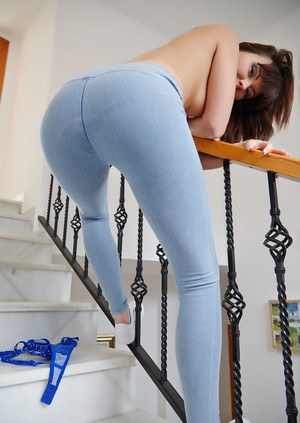 Pussy in Yoga Pants Pics