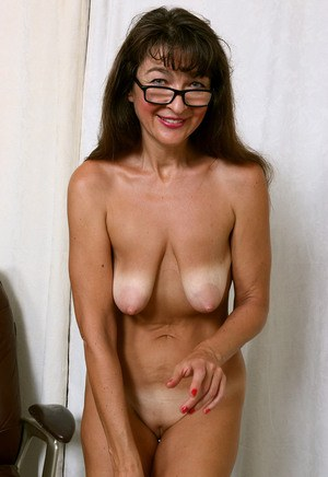 Pussy and Saggy Tits Pics