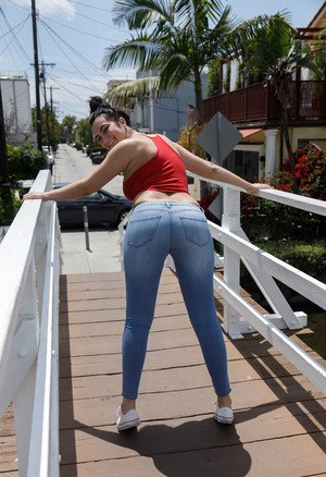 Pussy in Jeans Pics