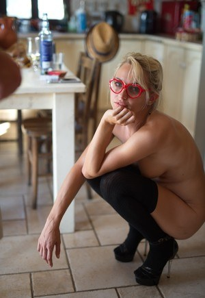 Pussy and Glasses Pics