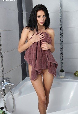 Pussy in Shower Pics